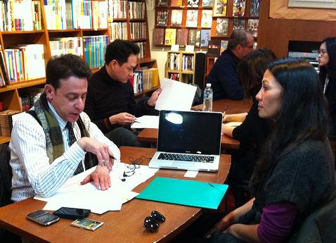 steve herman of voa left goes over a resume at the seoul workshop